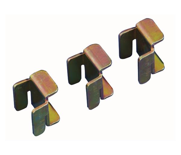 Entretoises métalliques pour juxtaposition de baies