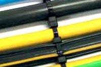 Câbles assemblés grâce aux serres-câbles autoserrants en nylon Smart Band®