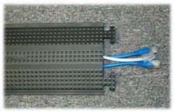 Protecteur de câbles pour plancher de bureau