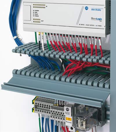 Chemin de câbles avec couvercle Panduct® de type HN à larges fentes